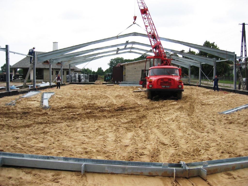 Budowa hali produkcyjnej.